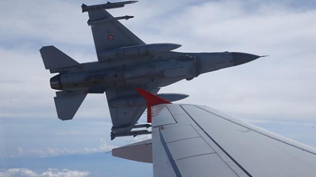 F-16 pilotları Cumhurbaşkanı Erdoğan'ı selamladı