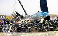 Nepal'de Bangladeş'e ait yolcu uçağı düştü