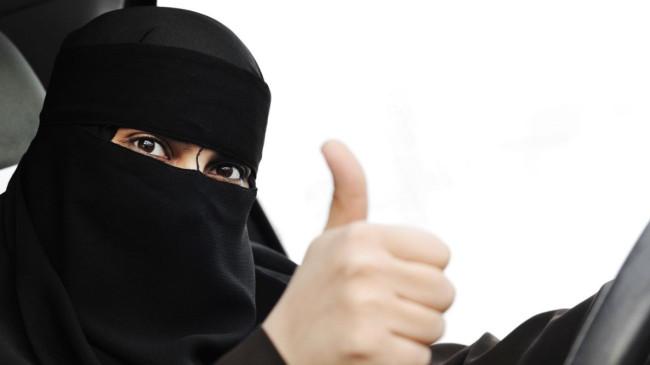 Suudi Arabistan'da kadınlar ehliyetlerini almaya başladı