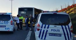 TEM'de İETT otobüsü servis minibüsüne çarptı: 4 yaralı