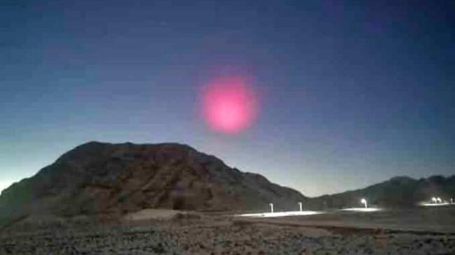 Çin Semalarında Gizemli 'Pembe Şey' ve Kayan Işıklar