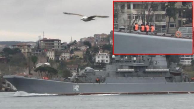 Boğaz'da dikkat çeken görüntü! Rus savaş gemisinin mürettebatı dakikalar boyunca gözlerini ayıramadı