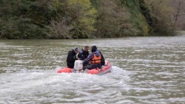 Artvin'de baraj gölünde tekne battı: 1 kayıp