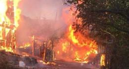 Kastamonu'da 8 ev yangında kullanılamaz hale geldi