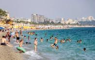 Antalya'da, ekimde deniz ve güneş keyfi